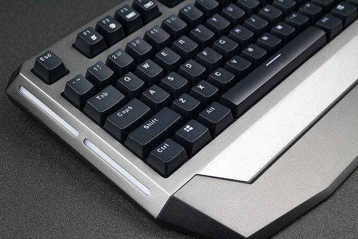 混合背光设计 雷柏V710游戏机械键盘评测