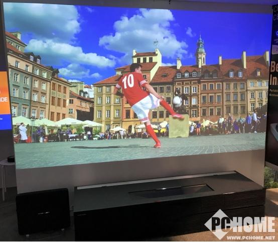 极米携全球首台120英寸双色4K家用激光电视惊艳亮相CES
