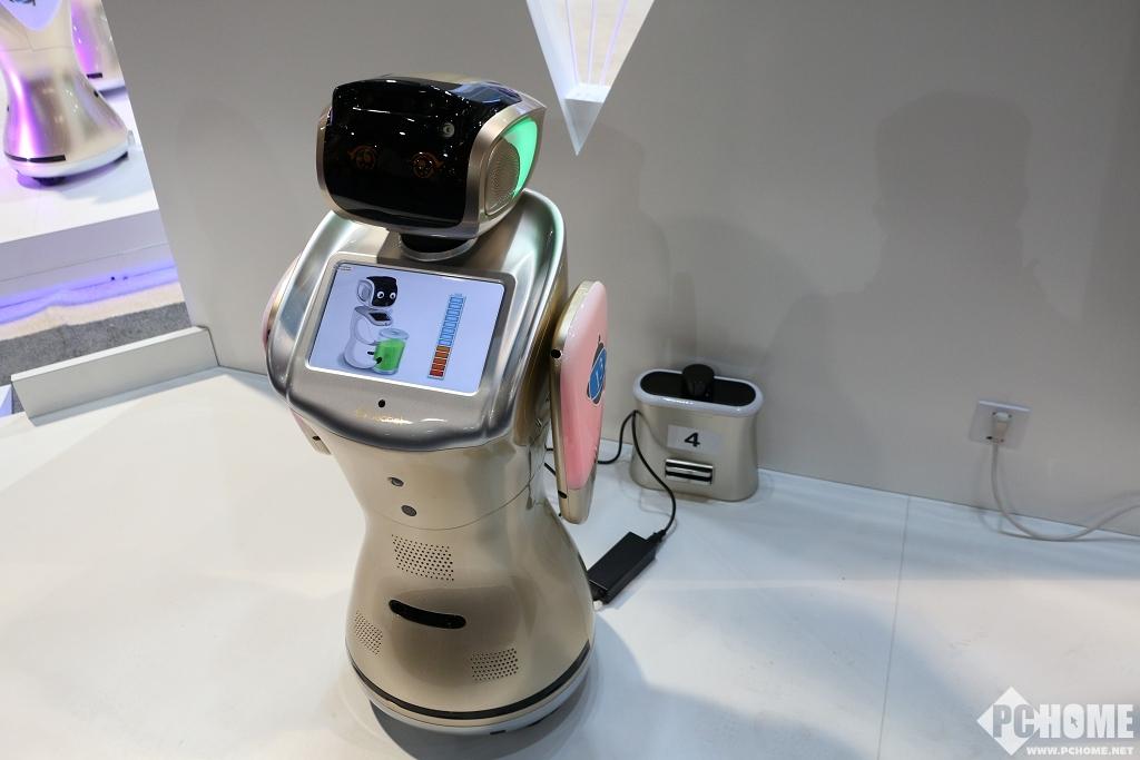 美国CES展会:三宝平台机器人联合客户携手发布9个行业解决方案