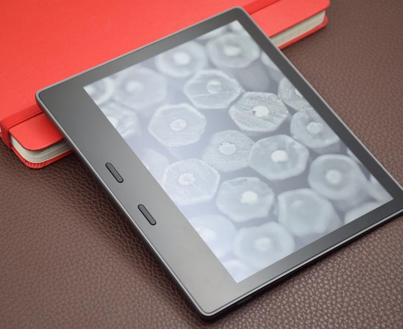 7英寸超清大屏 防水金属机身 Kindle Oasis图赏