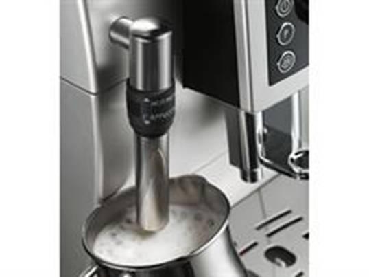 按压咖啡机面板上的咖啡杯量按钮,可根据个人喜好选择咖啡杯量.